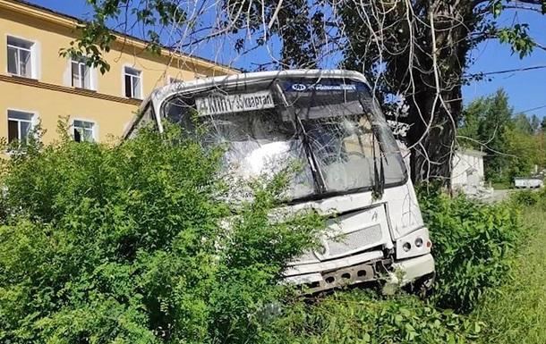 В России автобус сбил насмерть шесть человек на остановке