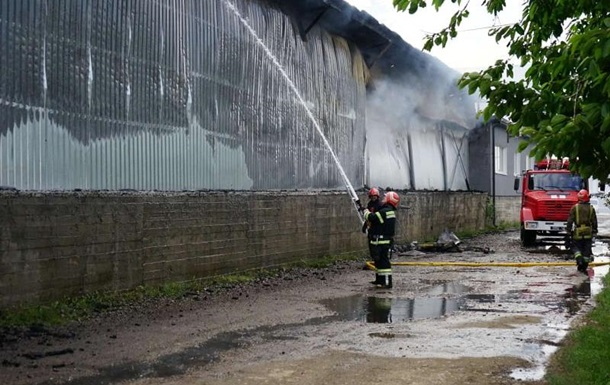 В Черновцах горел металлический склад
