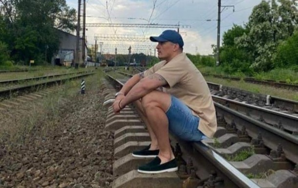 Укрзалізниця розкритикувала Усика за фото на коліях