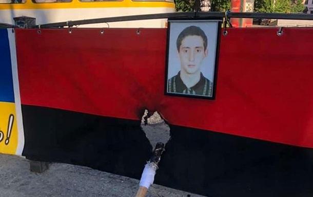 В Одессе подожгли мемориал погибшим евромайдановцам