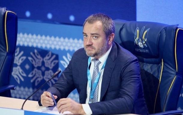 Глава УАФ відправився на переговори щодо форми збірної