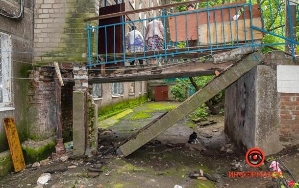 В Днепре пенсионеры пострадали при обрушении бетонной плиты