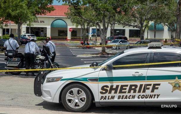 У США чоловік убив жінку з онуком у магазині і застрелився