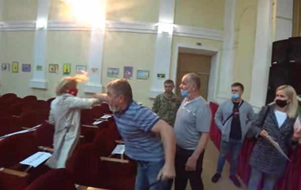 Опубликовано видео нападения на депутата под Киевом