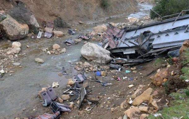 В Пакистане в ДТП с автобусом погибли 20 человек
