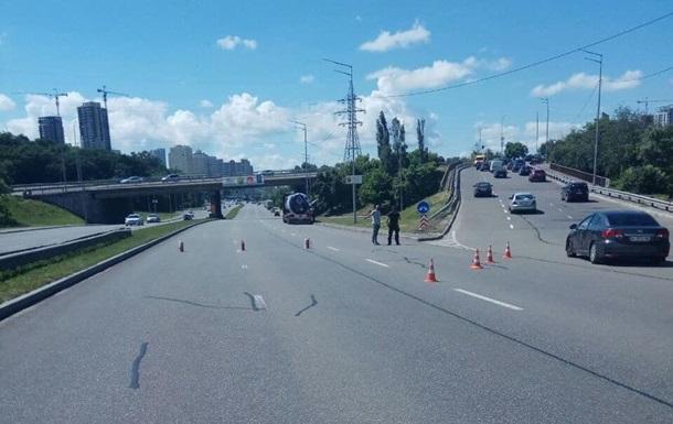 На Южном мосту в Киеве из цистерны вылился автогаз