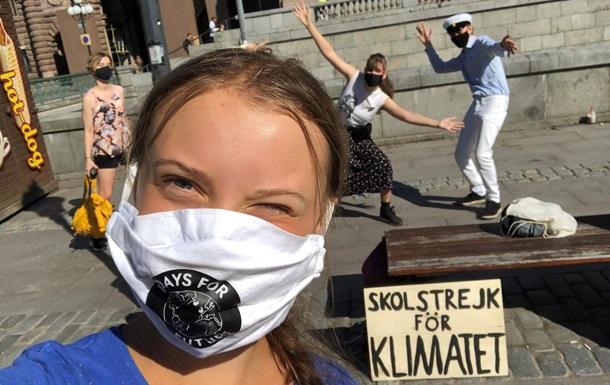 Грета Тунберг вновь протестует под шведским парламентом