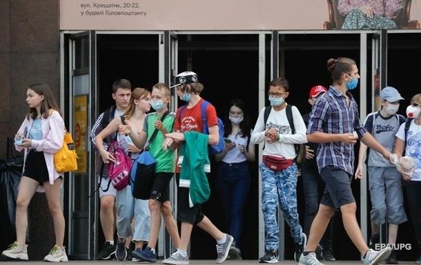 В Україні за добу менше тисячі випадків COVID-19