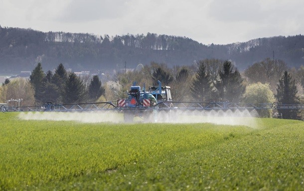 Швейцарія може заборонити використання пестицидів