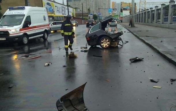 ДТП в Одесі: автомобіль розірвало на частини