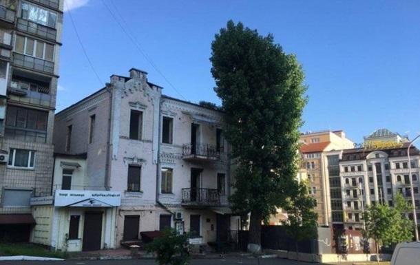 У Киева потихоньку разбирают уникальный  дом с жуками