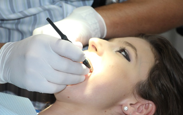 Росіянка несподівано дізналася, що у неї в носі ростуть зуби