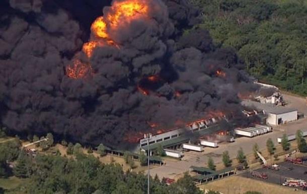 В США возник крупный пожар на химзаводе, объявлена эвакуация