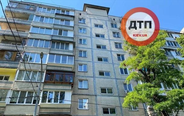 В мусоропроводе киевской многоэтажки нашли замотанное в одеяло тело