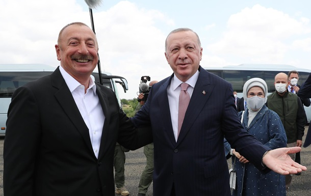 Президент Турции прибыл в Азербайджан