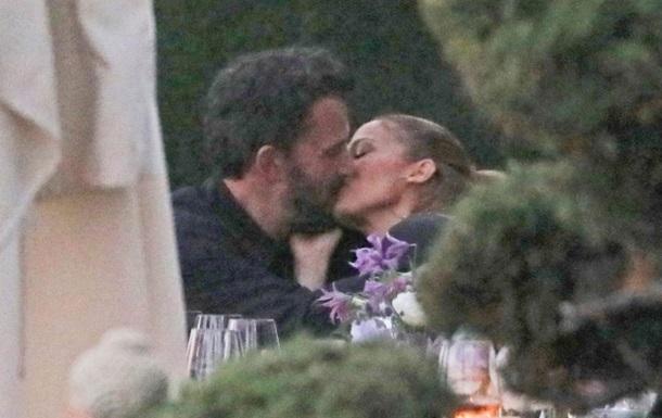 Бена Аффлека і Джей Ло зняли за поцілунком