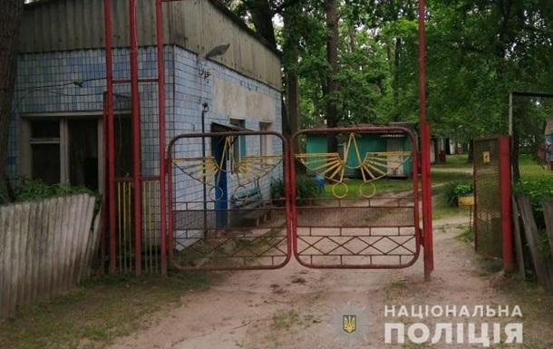Під Києвом діти впали у вигрібну яму, загинула 10-річна дівчинка