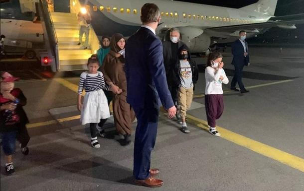 До Києва прибув літак з евакуйованими із Сирії українцями