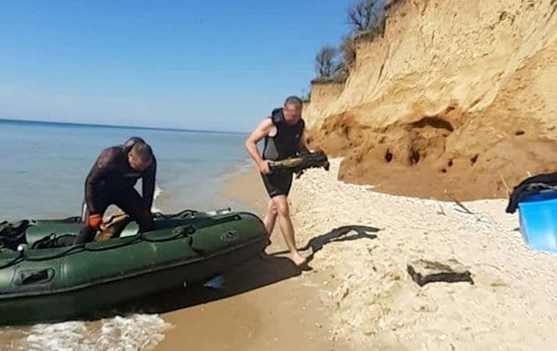 На Одещині із затонулого судна підняли снаряди часів Другої світової війни