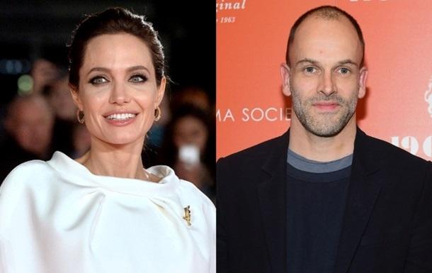 Джолі запідозрили в романі з першим чоловіком