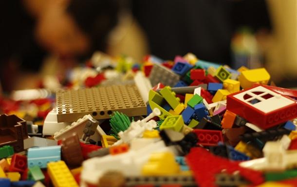 Маленькому британцу на день рождения подарили Lego с килограммом кокаина