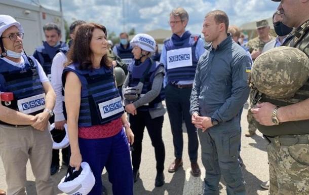 Глава ОБСЄ відвідала військових Донбасу