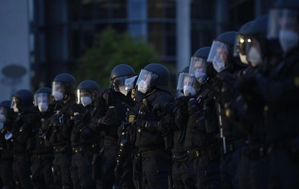У Берліні 60 поліцейських постраждали під час спроби проінспектувати сквот
