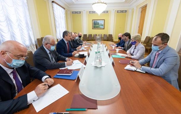Офис президента и американские послы обсудили визит Зеленского в США