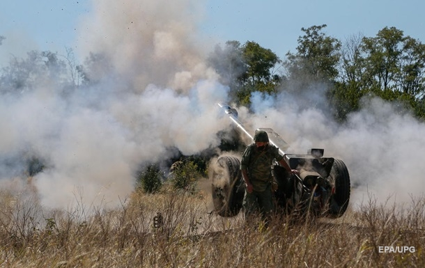 На Донбасі вісім обстрілів, поранений військовий