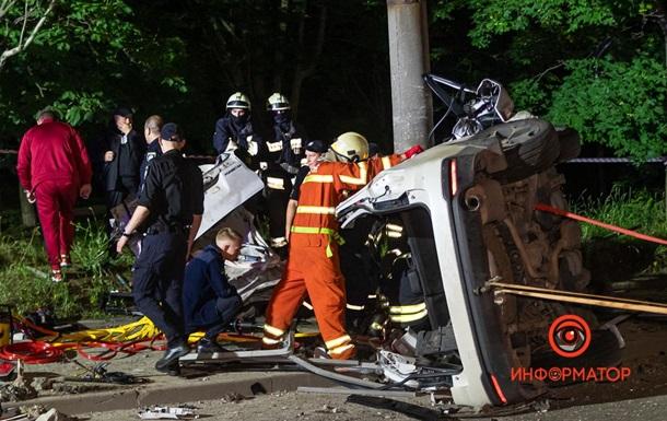 В Днепре авто перевернулось и врезалось в столб