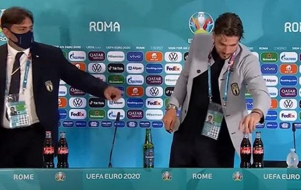 Бунт против Coca-Cola: итальянский футболист повторил жест Роналду