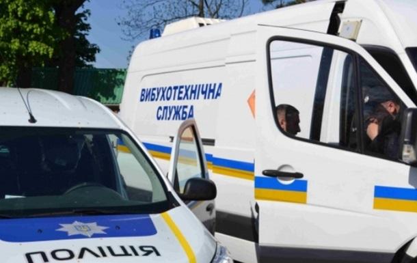 У Києві  мінували  чотири станції метро і літак у Борисполі