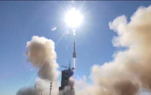 Китайские космонавты вошли в базовый модуль орбитальной станции