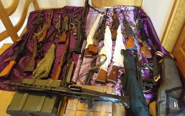В Польше задержали 12 человек за контрабанду оружия в Украину