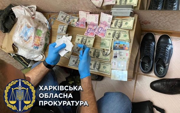Поліцейські на Харківщині вимагали у підозрюваного $10 тисяч