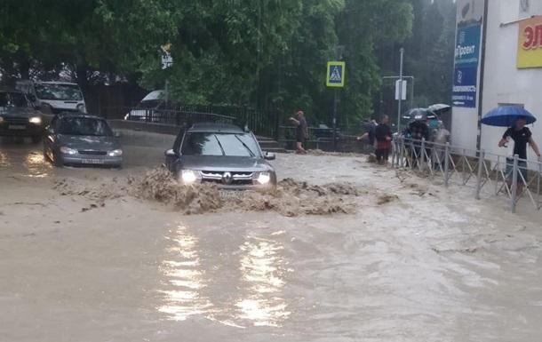 Зливи і річка, що вийшла з берегів, затопили Ялту