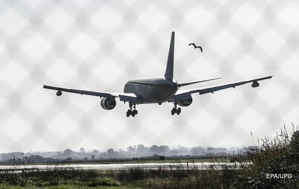 Собаки в аеропорту Сімферополя не дали з першого разу приземлитися літаку