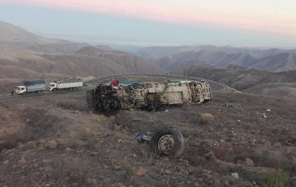 У Перу розбився автобус з робітниками, 27 жертв