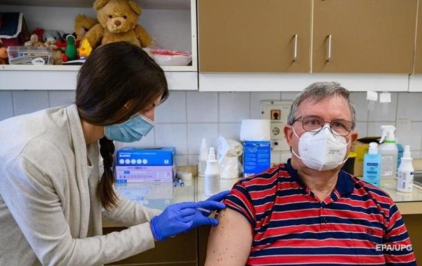 У Німеччині вакциновано більше половини населення