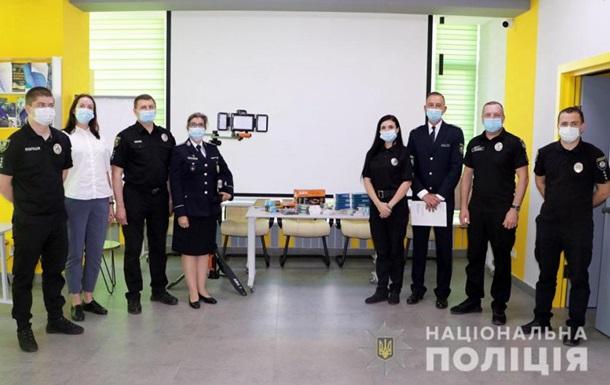 ЄС передав поліції Донеччини обладнання для криміналістів