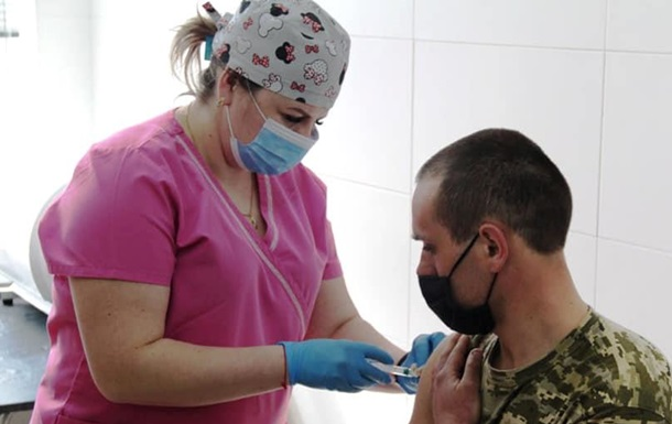 Полную COVID-вакцинацию прошли 360 тысяч украинцев