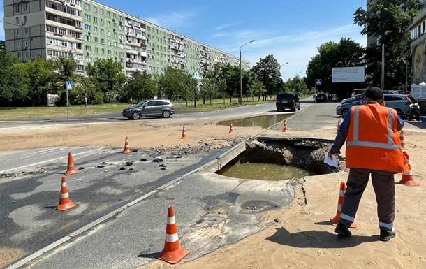 На лівому березі в Києві прорвало водопровід
