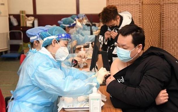 У Китаї зробили вже мільярд COVID-щеплень