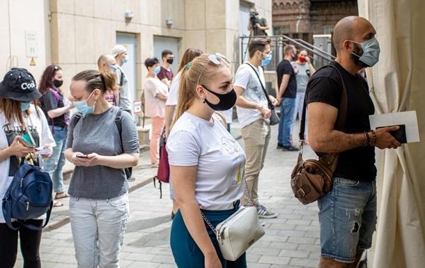 Вакцинации ожидают почти 720 тысяч украинцев