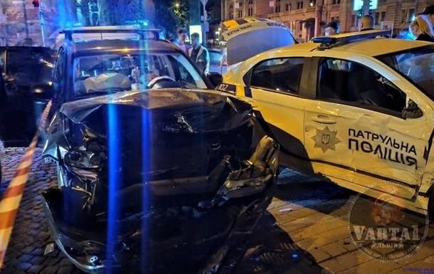 У Львові в ДТП потрапили патрульні, які супроводжували дитину в лікарню