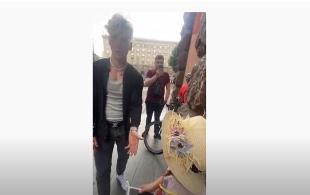 Харківський блогер забрав у дитини подарований ним гаджет