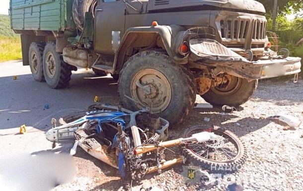 На Прикарпатті вантажівка збила на смерть двох мотоциклістів