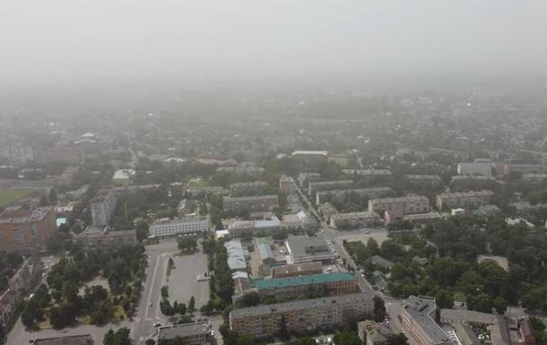 Небо України затягла пилова завіса