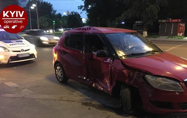 У Києві під час ДТП авто відкинуло на пішоходів, є постраждалі