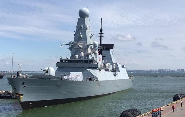 Флот РФ відкрив вогонь по британському есмінцю